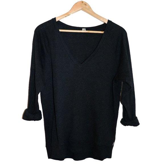 💫 3/$30 - TNA V-Neck Sweater